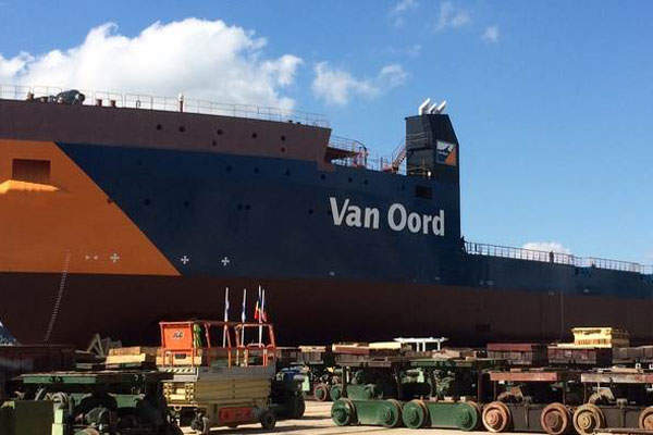 A Caterpillar 992 loader being used at the Benga coal mine. Image courtesy of Bkrois.