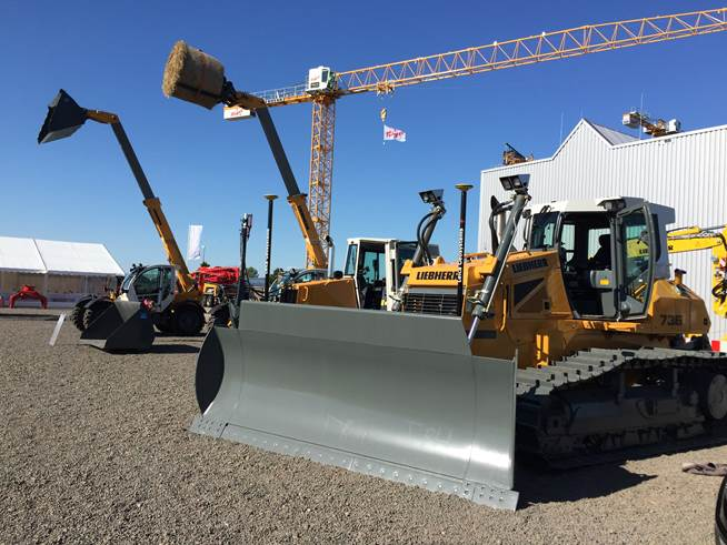 The Leica iCON dozer systems open new dimensions in earthmoving and fine grading.