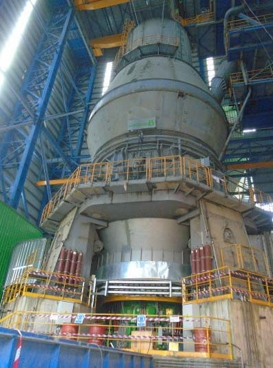 The LOESCHE mill with the new COPE drive in operation in the Mfamosing cement plant.